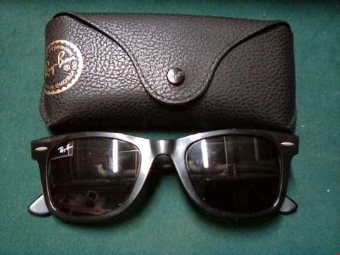 Lot 1006 SUNGLASSEZ IN THE STYLE OF RAY BAN WAYFARER DESIGN