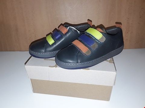 Lot 12620 BOXED CAMPER FOR KIDS BLACK VELCRO TRAINERS UK SIZE 10 JUNIOR