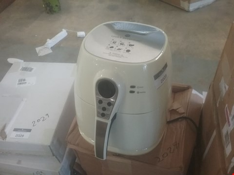 Lot 2074 COOK'S ESSENTIALS AIRFRYER
