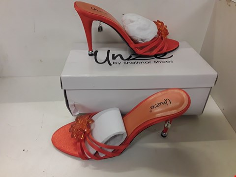 Lot 4060 PAIR OF DESIGNER ORANGE HIGH HEEL MULES IN THE STYLE OF UNIZE SIZE UK 5