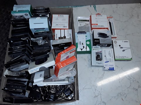 Lot 6131 LARGE QUANTITY OF ASSORTED TECH ITEMS TO INCLUDE HD TV ADAPTER, SONY CAMERA AND MICROPHONE UNIT AND GRIFFIN CHARGE AND SYNC CABLES