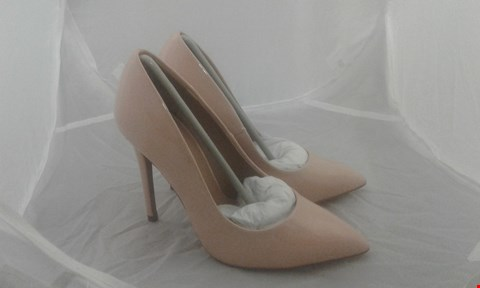 Lot 2060 PAIR OF ASOS PARIS WIDE FIT POINTED HEELS SIZE 2