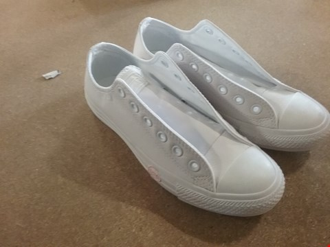 Lot 449 SIZE 5 WHITE LEATHER CONVERSE