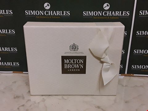 Lot 12009 MILTON BROWN STYLE SUMPTUOUS TREATS BATHING TRAVEL GIFT SET