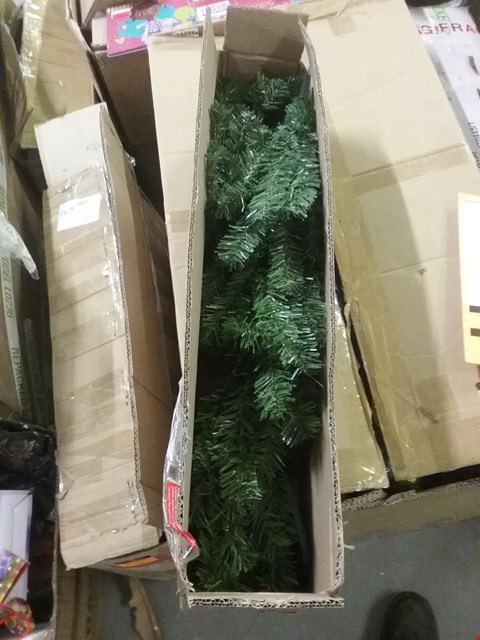 Lot 140 BOXED 5FT GREEN ARTIFICIAL CHRISTMAS TREE