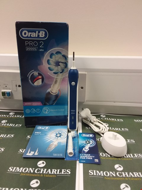 Lot 191 BOXED ORAL-B PRO 2 2000S TOOTHBRUSH IN BLUE