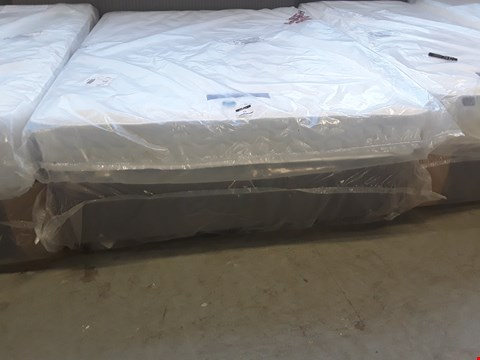 Lot 93 QUALITY BAGGED 5' KINGSIZE DIVAN BED, COMPRISING, SILENTNIGHT DOUBLE SIDED MATTRESS & GREY FABRIC BASE