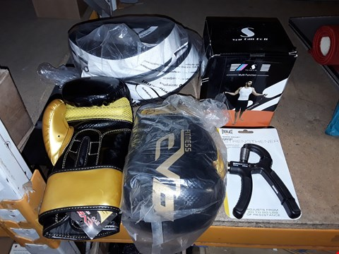 Lot 3310 LOT OF ASSORTED SPORTS/EXERCISE GEAR TO INCLUDE BOXING GLOVES AND PADS, GRIP STRENGTHENER