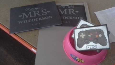 Lot 1097 APPROXIMATELY 5 ASSORTED ITEMS TO INCLUDE PET BOWL, PERSONALISED LATE AND CHOCOLATE  CONTROLLERS RRP £30