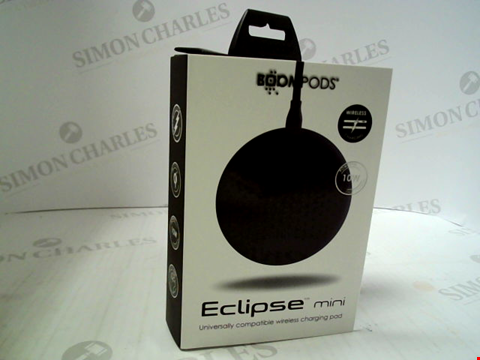Lot 388 BRAND NEW ECLIPSE MINI UNIVERSALLY COMPATIBLE WIRELESS CHARGING PAD