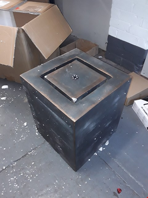 Lot 487 SQUARE GARDEN FOUNTAIN