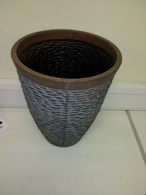 Lot 9200 BOXED PREMIUM STONE EFFECT PLANTER APPROXIMATELY 47CM TALL 37CM DIAMETER RRP £26.00