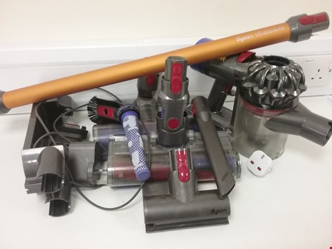 Lot 3112 DYSON 214744-01 V8 ABSOLUTE CORDLESS VACUUM CLEANER