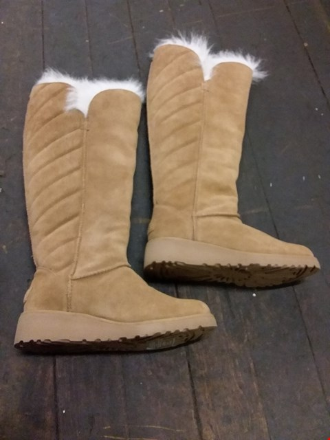 Lot 24 UGG STYLE KNEE LENGTH FUR LINED BOOTS - TAN SIZE 4.5