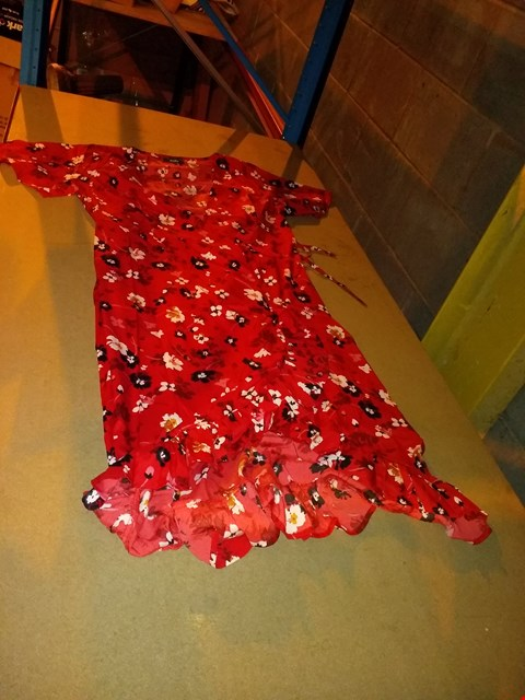 Lot 6391 BOX OF APPROXIMATELY 31 WRAP FRONT FRILL HEM DRESS, FLORAL RED - SIZE 20/22