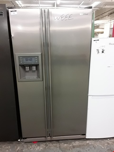 Lot 62 SAMSUNG SIDE BY SIDE FRIDGE FREEZER IN STAINLESS STEEL