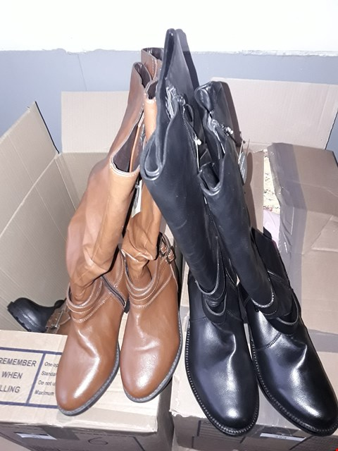 Lot 351 BOX OF APPROXIMATELY 6 ASSORTED SHOES TO INCLUDE BLACK AND BROWN KNEE LENGTH BOOTS