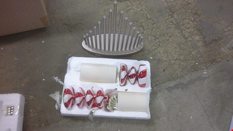 Lot 2046 A LOT OF 2 CHRISTMAS DEVIR  ITEMS TO INCLUDE  CANDLE BRIDGE SMDVRED CANE CANDLES