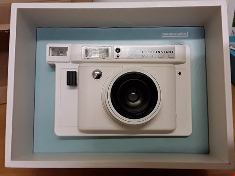 Lot 9 LOMOGRAPHY INSTANT WIDE CAMERA WHITE  RRP £229.99
