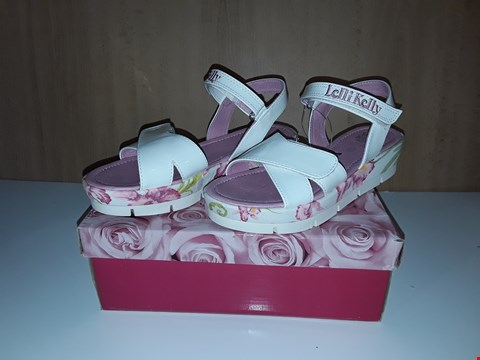 Lot 12757 BOXED LELLI KELLY PEGGY WHITE FLORAL SANDALS  UK SIZE 2.5