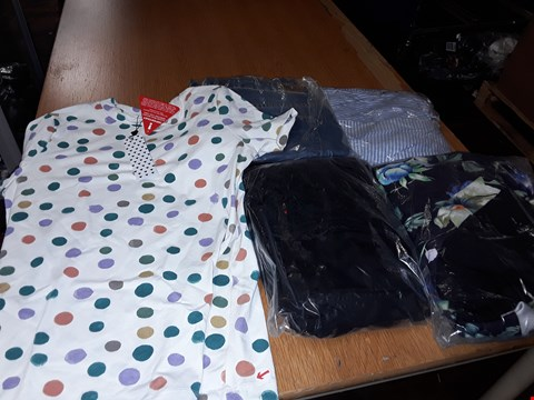 Lot 8078 LOT OF APPROXIMATELY 5 ASSORTED DESIGNER CLOTHING ITEMS TO INCLUDE SUPERDRY MENS JEANS AND FLORAL PRINT 3/4 PROM DRESS