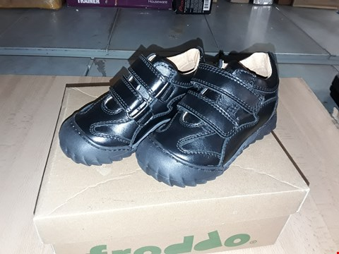 Lot 12452 BOXED FRODDO BLACK LEATHER VELCRO SHOES UK SIZE 8 JUNIOR