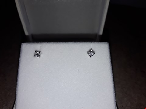 Lot 9205 18CT WHITE GOLD 33 POINT DIOMAND EARINGS  RRP £629.00