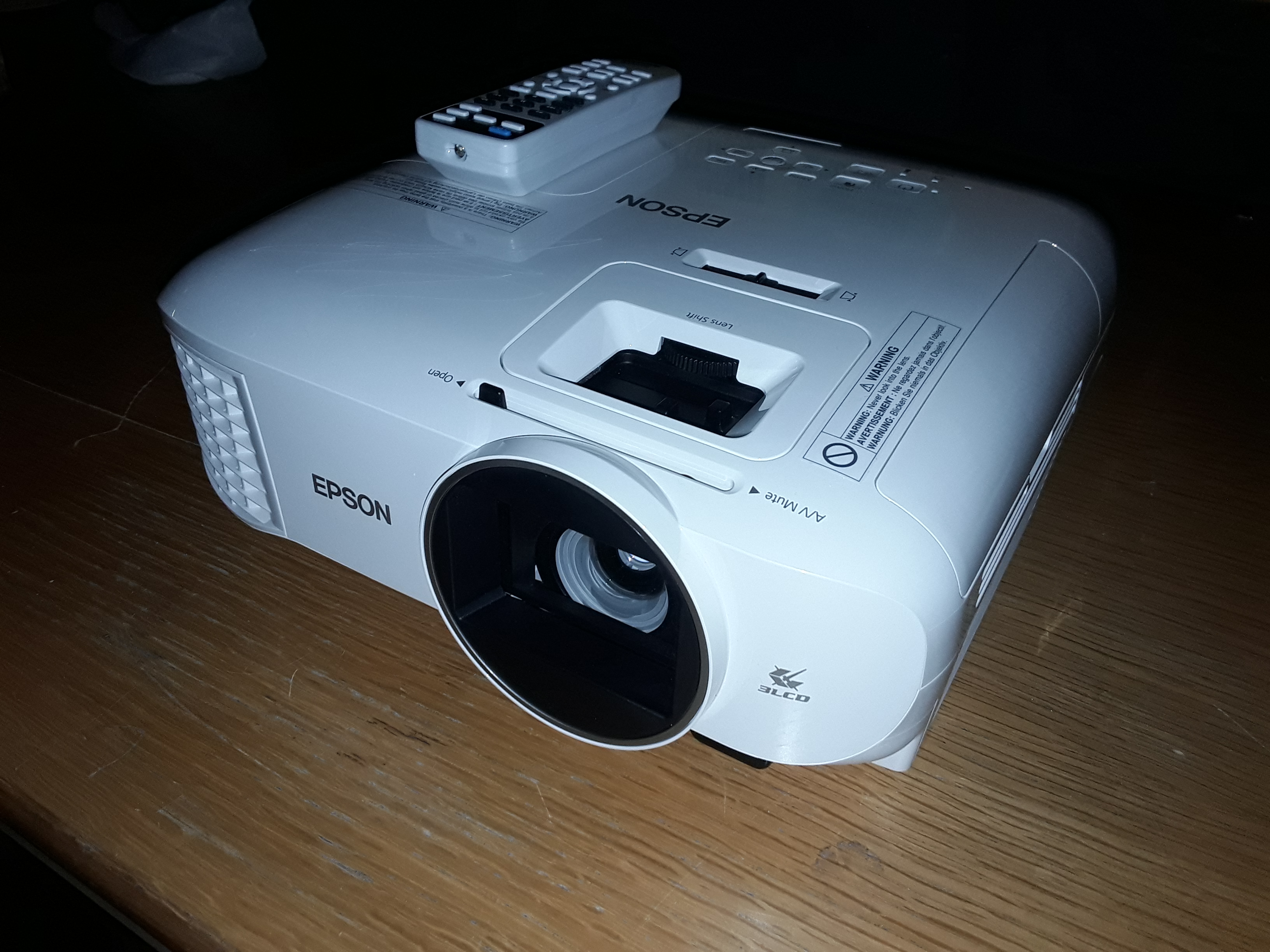 3ce169c206b4da Lot 19: EPSON EH-TW5600 WHITE 3D LCD 1080P HD READY PROJECTOR RRP £799.00