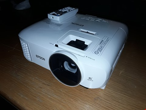 Lot 2091 EPSON EH-TW5600 WHITE 3D LCD 1080P HD READY PROJECTOR  RRP £799.00