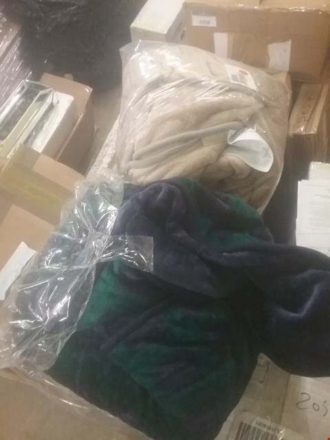 Lot 2272 LOT OF TWO ASSORTED HEATED BLANKETS