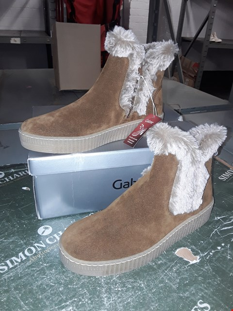 Lot 12324 BOXED GABOR TAN SUEDE/FUR ANKLE BOOTS UK SIZE 5.5