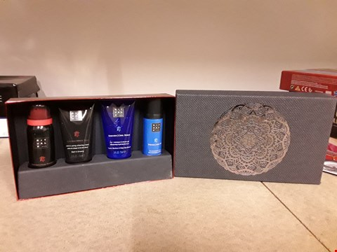 Lot 2031 RITUALS SAMURAI GIFT SET CONTAINS COOL DOWN 2 IN 1 SHAMPOO & SHOWER GEL, 24H ANTI-PERSPIRANT SPRAY AND FOAMING SHOWER GEL SENSATION