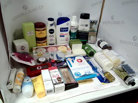 Lot 11007 LOT OF ASSORTED HEALTH & BEAUTY PRODUCTS TO INCLUDE: ORS HAIR FERTILIZER, WISDOM ELECTRIC TOOTHBRUSH HEADS, LOVE HEARTS BATH FIZZERS, ASSORTED BATHROOM & MAKEUP PRODUCTS