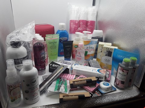 Lot 19 TRAY OF APPROXIMATLY 41 ITEMS OF ASSORTED COSMETIC ITEMS