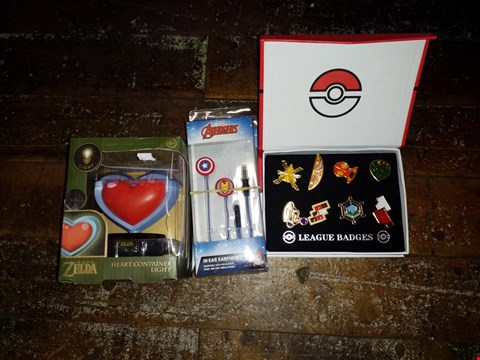 Lot 338 BOX OF A LARGE QUANTITY OF ASSORTED BRAND NEW ITEMS TO INCLUDE LEGEND OF ZELDA HEART CONTAINER LIGHT, MARVEL AVENGERS IN-EAR EARPHONES, POKEMON LEAGUE BADGES ETC