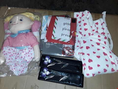 Lot 147 BOX OF APPROXIMATELY 17 ASSORTED HOMEWARE ITEMS TO INCLUDE LARGE RADDEDY TEDDY, SEASONAL BEDDING AND KIDS DRESSING GOWN