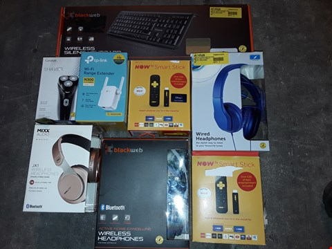 Lot 4579 LARGE QUANTITY OF ASSORTED TECH ITEMS TO INCLUDE BLACKWEB SILENT KEYBOARD, NOW TV SMART STICK AND SHAVER