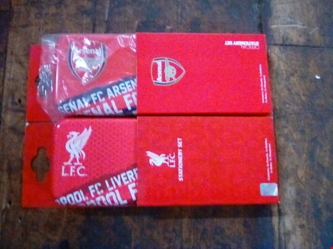Lot 1100 2 BOXES OF APPROXIMATELY 100 FOOTBALL STATIONERY SETS
