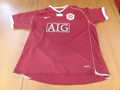 Lot 10 MANCHESTER UNITED AIG RED FOOTBALL SHIRT WHITFIELD #11 Size XXL