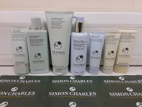 Lot 620 BOXED LIZ EARLE HAND, FACE AND SKIN BEAUTY SET