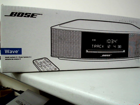Lot 102 BOSE WAVE MUSIC SYSTEM