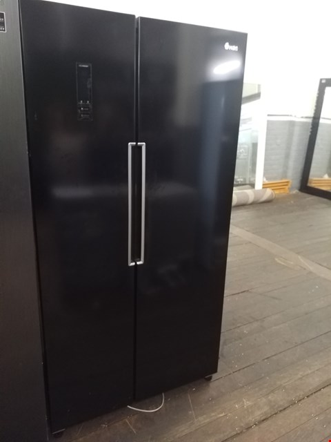 Lot 8585 SWAN SR15640B TOTAL NO FROST 90cm AMERICAN STYLE FRIDGE FREEZER - BLACK