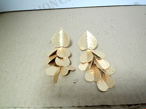 Lot 7067 KATE SPADE GOLD METAL EFFECT PETAL STATEMENT EARRINGS