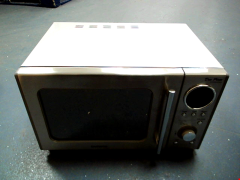 Lot 5041 DAEWOO STAINLESS STEEL DUO-PLATE MICROWAVE, 800 W, 20 LITRE, SILVER