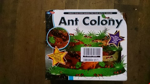 Lot 3499 A SET OF APROX 2 ASSORTED PRODUCTS INCLUDING A BOXED ANT COLONY AND A GOODMANS BOOMBOX. RRP £70.00
