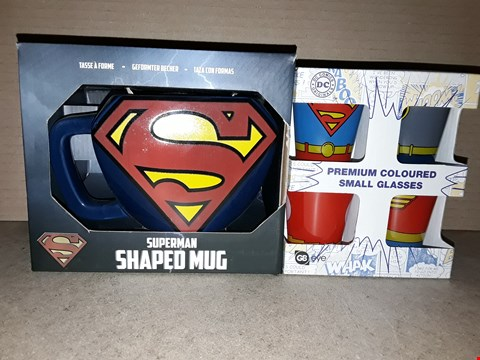 Lot 194 BOXED BRAND NEW SUPERMAN SHAPED MUG AND DC COMICS PREMIUM COLOURED SMALL GLASSES