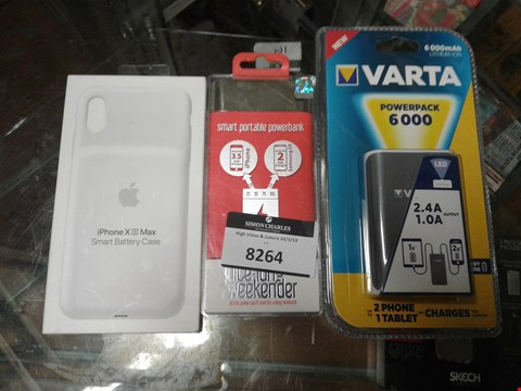 Lot 8264 LOT OF 3 ITEMS TO INCLUDE - IPHONE XS MAX SMART BATTERY CASE - SMART PIRTABLE POWERBANK - VARTA POWERPACK