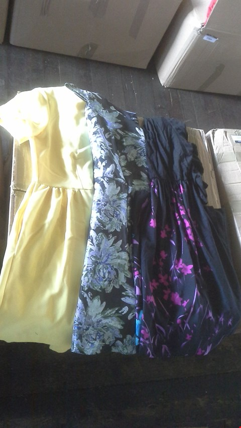 Lot 7023 BOX OF APPROX 18 ASSORTED LADIES DRESSES