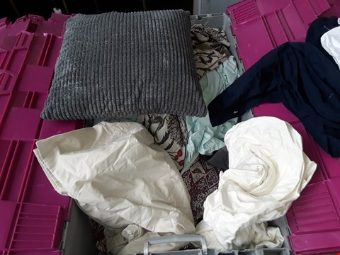 Lot 2038 A BOX OF APPROXIMATELY 20 ASSORTED ITEMS TO INCLUDE,  BED SHEETS , CURTAINS AND GREY CUSION ETC