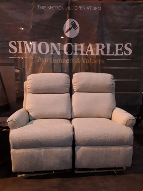 Lot 9003 QUALITY BRITISH MADE HARDWOOD FRAMED CREAM FABRIC DOUBLE POWER RECLINING TWO SEATER SOFA (ONE POWER PACK INCLUDED)